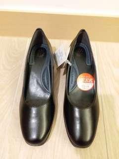 日本品牌 黑色皮鞋 返工鞋 空姐鞋 酒店鞋 客服鞋 36 37 38 39 40 41 號碼 low heel