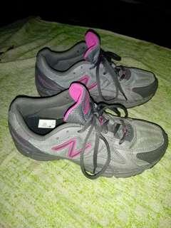 Sepatu newbalance original size 38 mulus