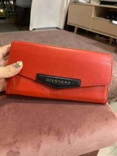 🚚 Givenchy wallet used condition