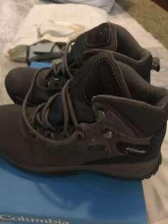 🚚 Columbia tracking shoes