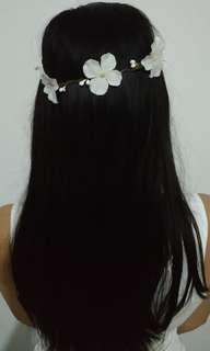 Mahkota bunga putih