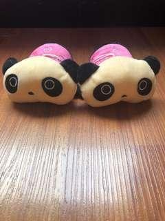 Boneka kecil panda