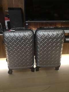 旅行箱兩個1000一個688