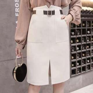 🚚 Nude skirt with belt