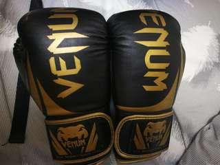 Venum gloves(好新淨)
