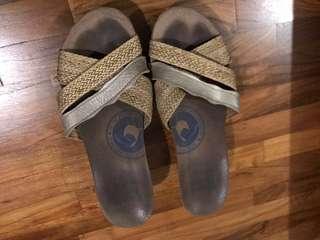 Slip-on heel slipper
