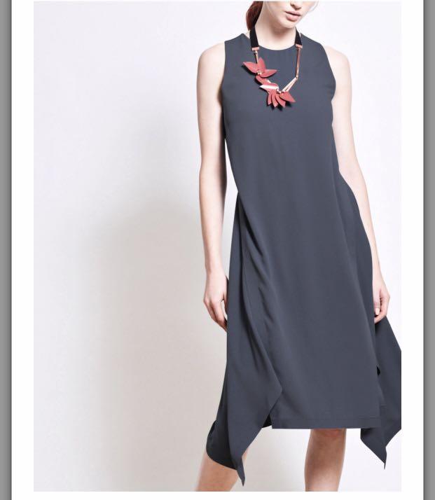 ada6a519f344 IGC HERON Crepe Midi Dress, Women's Fashion, Clothes, Dresses & Skirts on  Carousell