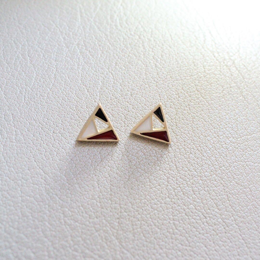 [Instock] Geometric Triangle Earstuds