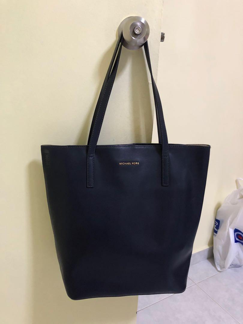 1adf1b9b049c Michael Kors Bag, Women's Fashion, Bags & Wallets, Handbags on Carousell
