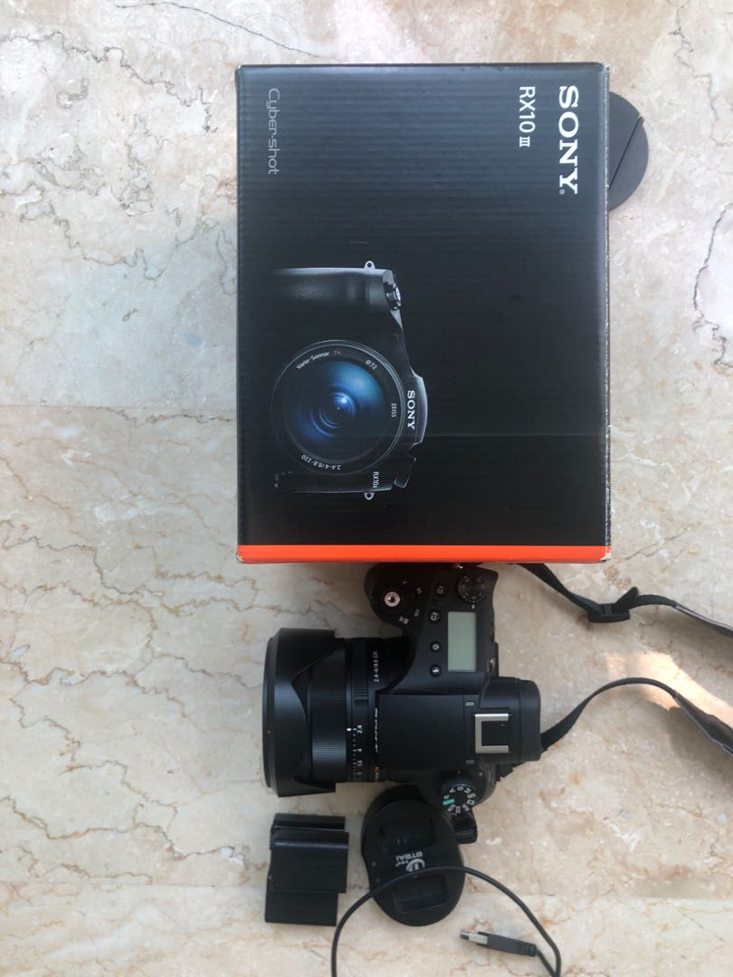 Sony RX10 iii with 4 batteries