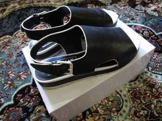 🚚 E8 Sandals