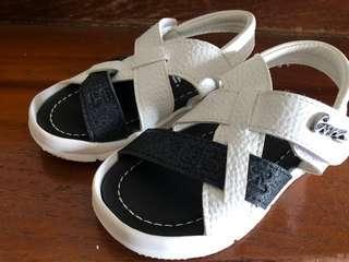 🚚 Black & White Baby Beach Sandals