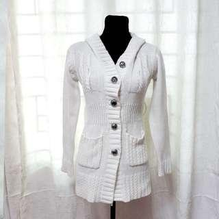 OUTERWEAR 4: White Knit Trench