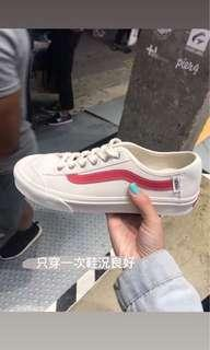 🚚 Vans紅線 24cm