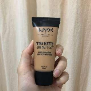 NYX liquid foundation medium beige / beige moyen