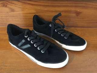 NEW Unisex Black Sneakers Size 38