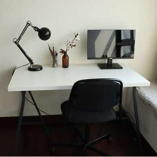 🚚 Desk and office chair