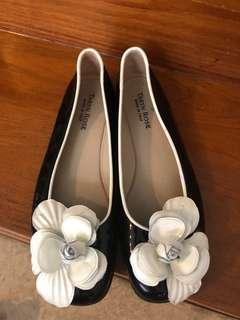 Taryn Rose Black and White Patent Leather Flats 38