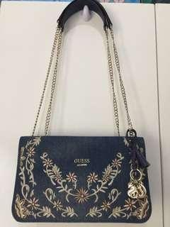 Tas Guess second
