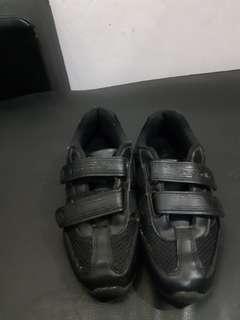 Sepatu sekolah Crocodile