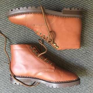 Never worn vintage boots