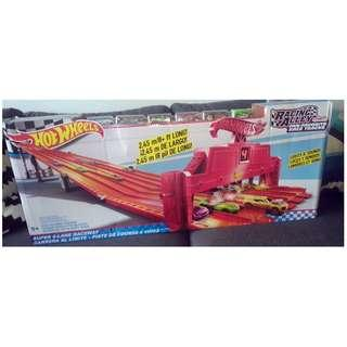 Hot Wheels Super 6 Lane Raceway NEW in BOX