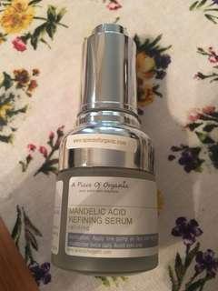 A piece of organic mandelic acid refining serum