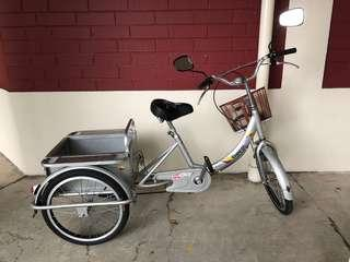 Tricycle with back carriage