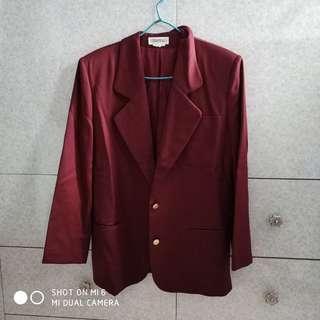 棗紅色西裝外套