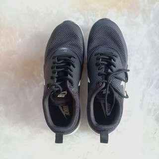 Nike Air Max Thea Black/Summit White Shoes (USA 5.5)