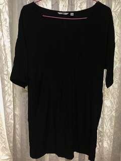 🚚 Uniqlo 黑色滑布質料 連身洋裝