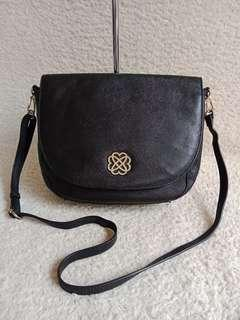 Morgan sling bag