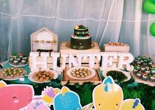 🚚 Dino dessert table
