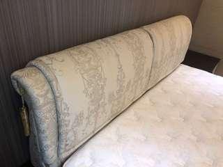 床背版與床架一組(床墊沒有要賣)9成新