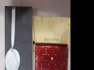 LV Wallet Sara Vernis in Red