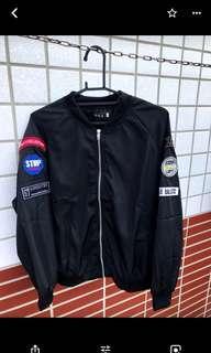🚚 黑色棒球外套