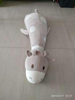 Huge giraffe stuffed toy