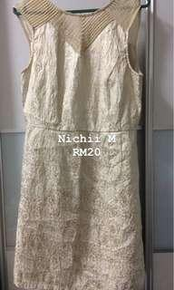 Nichii gold dress