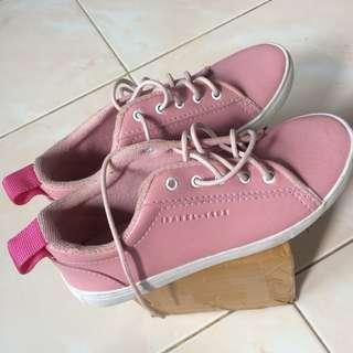 Sepatu pink isabel