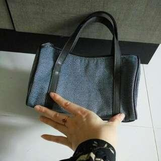 Small tote from Estee lauder