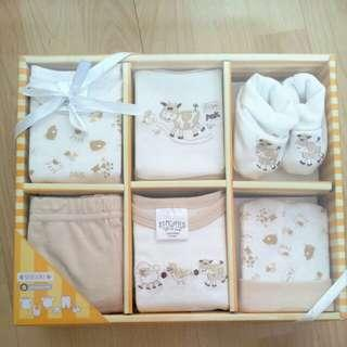 2 boxes of Shears 6 pc layette set
