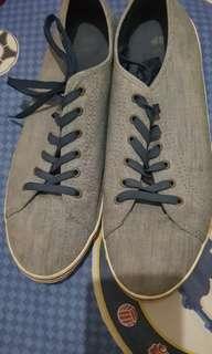 Sepatu H&M 44