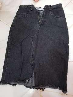 🚚 Denim black slit long skirt the editors market