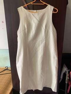 Intro white OL dress