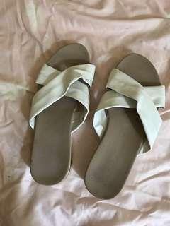 Vincci White Sandal