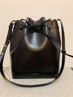 降價❗️ Mansur Gavriel Bucket Bag Leather Large 必備水桶包 黑紅配色