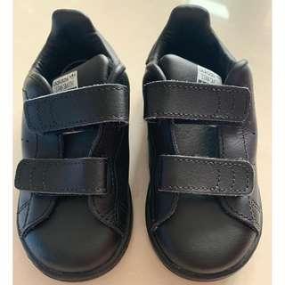 Adidas 小童黑色鞋