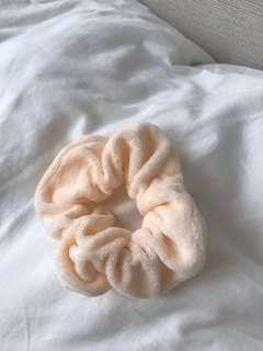 brandy melville orange scrunchie