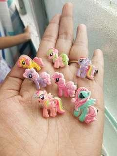 🚚 PONIES BROOCHES
