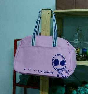 🚚 全新a la sha大容量運動袋,旅行袋,手提袋,帆布袋,中友CHUNG YO 獨享禮,只剩1件,便宜出清488元